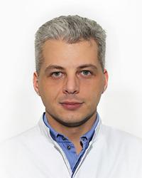 Карташов Роман Сергеевич – челюстно-лицевой хирург отделения скорой и неотложной помощи ЕМС. Врачебная помощь на дому.