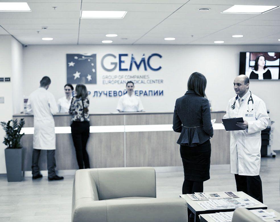 Центральный холл центра лучевой терапии ЕМС.