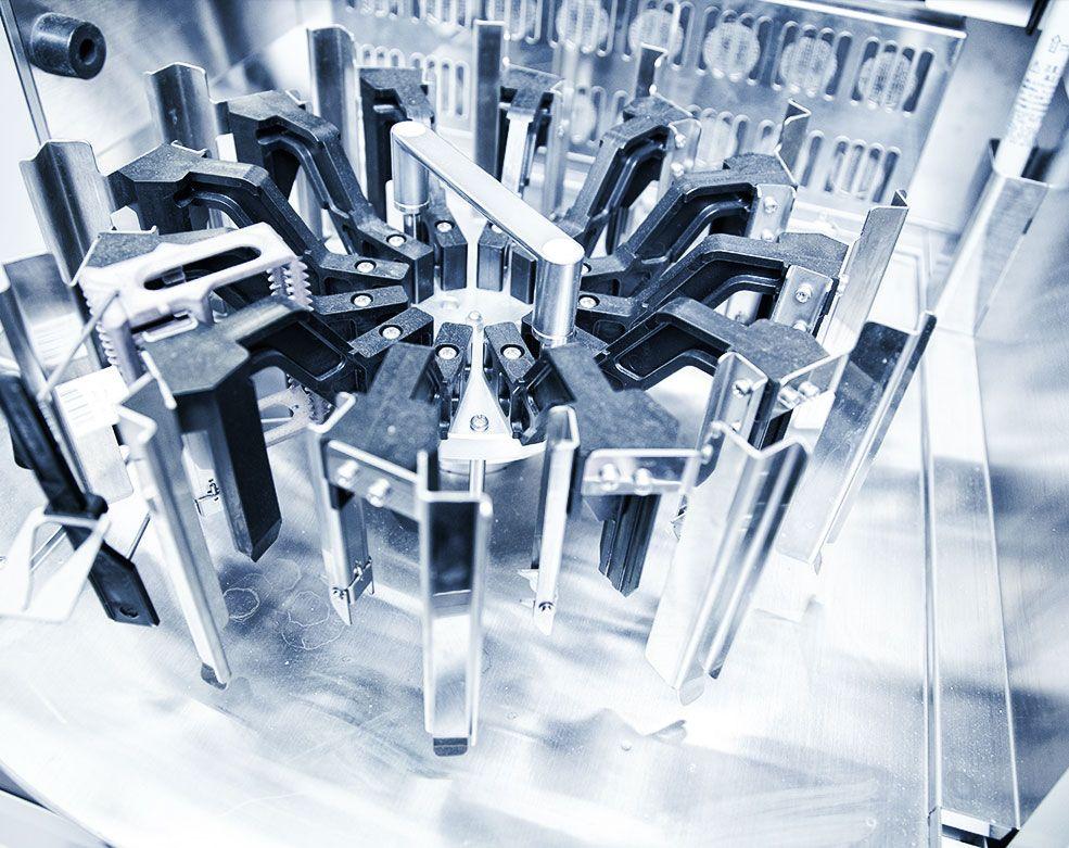 Высокотехнологичное оборудование в гистологической лаборатории ЕМС.