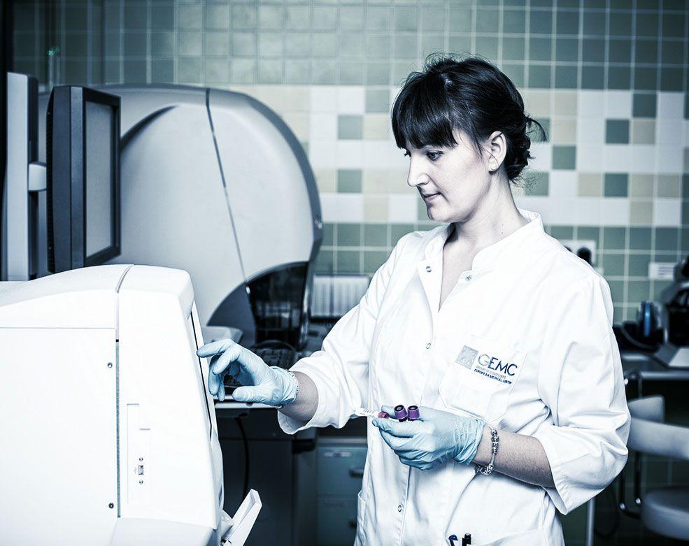 Квалифицированный персонал гистологической лаборатории ЕМС.