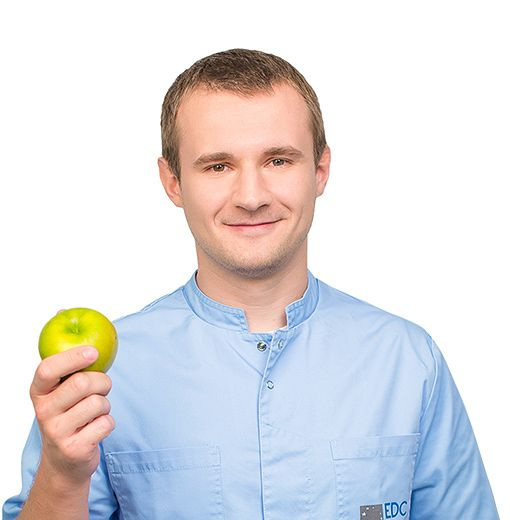 АКСЕНОВ Кирилл, Стоматолог-хирург, клиника ЕМС Москва