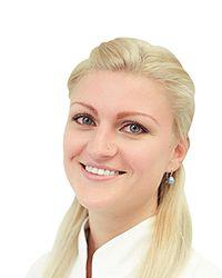 Физиотерапевт Энес Екатерина использует в лечении физиотерапевтические процедуры для реабилитации в клинике спортивной травматологии и ортопедии ECSTO