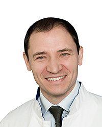 Горбачев Денис Александрович – врач общей практики терапевтической клиники ЕМС. Проведение медицинских процедур.
