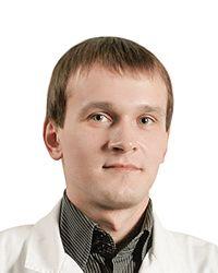 Ильченко Денис - травматолог-ортопед, вертебролог, мануальный терапевт в клинике спортивной травматологии и ортопедии ECSTO. Силовое оборудование для реабилитации после операции.