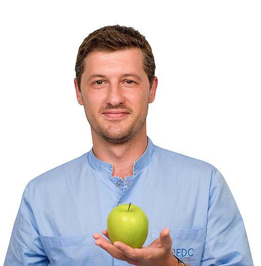 ПИСАРЕВ Павел, Стоматолог-терапевт, клиника ЕМС Москва