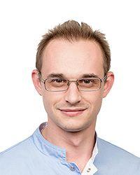 Рябов Дмитрий Витальевич - стоматолог-терапевт, детский стоматолог стоматологической клиники ЕМС. Лечение и профилактика некариозных поражений зубов.