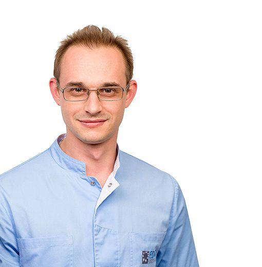 RYABOV Dmitriy, Dental therapist, pediatric dentist, клиника ЕМС Москва