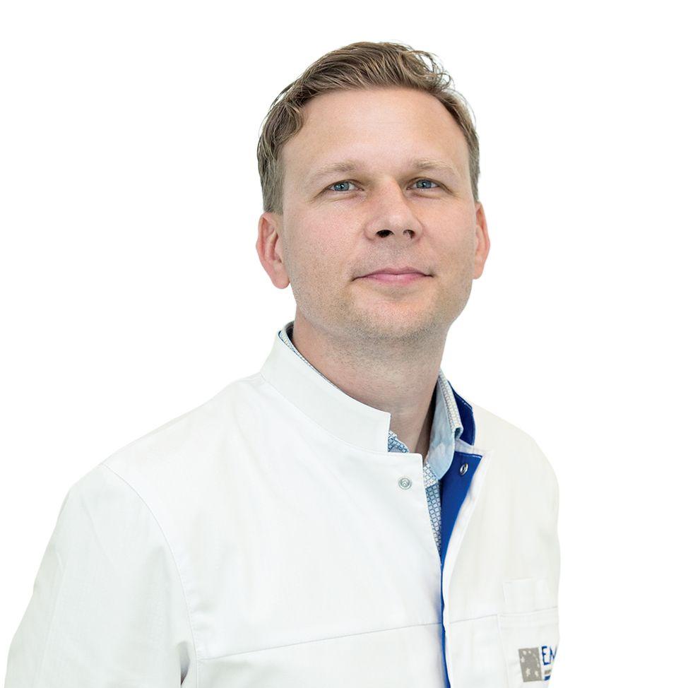 УЛЬЯНОВ Дмитрий, Врач-эндоскопист, хирург, клиника ЕМС Москва
